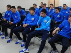 30.03.12 Мариуш Левандовски встретился с командой юношей 1995 года рождения